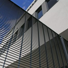 Torino-22 fencing: secure grating fence made from closely spaced flat bars