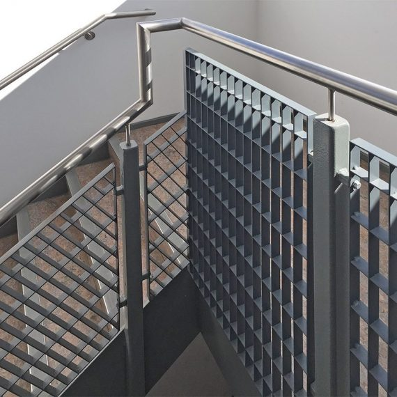 Alto-33-steel-grating-stair-balustrade-6