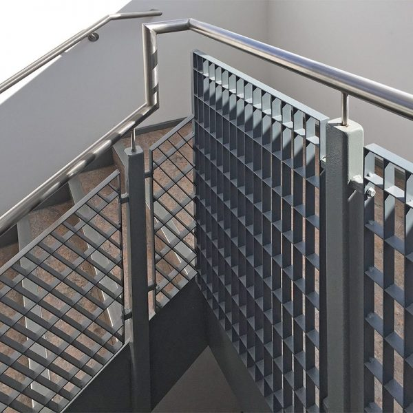 Alto-33-steel-grating-stair-balustrade-6