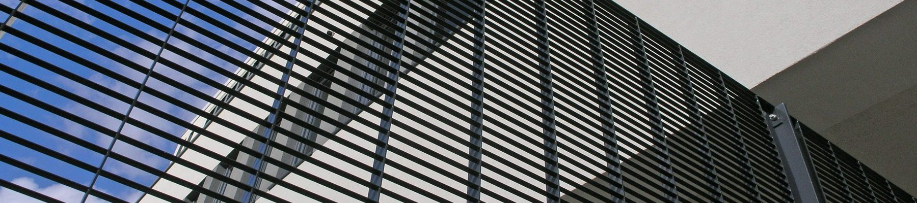 Banner-Torino-steel-grating-fence-perimeter-security-Channelsea-House-15