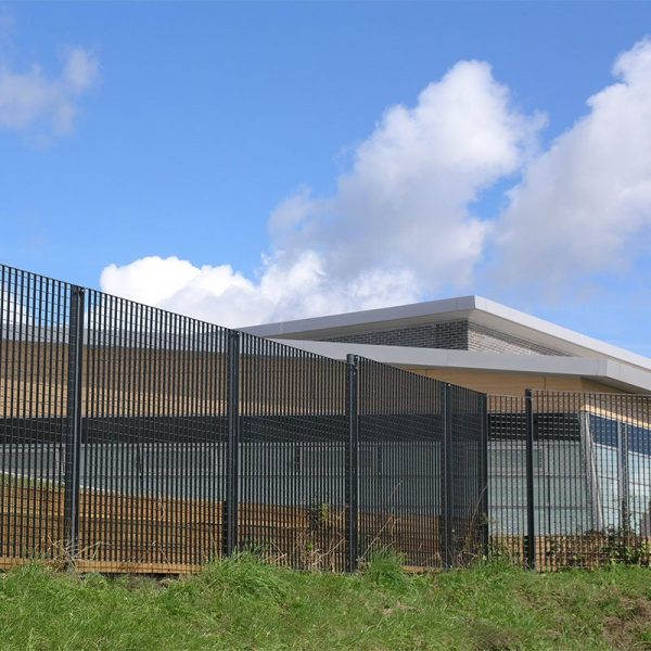 Palermo-secure-steel-grating-fence-Fauldhouse1