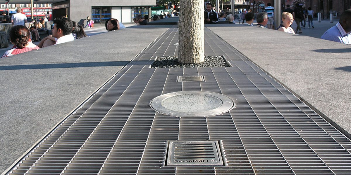 L+F_PLSS-11X66_stainless_steel_floor_grating_Kings-Cross-5