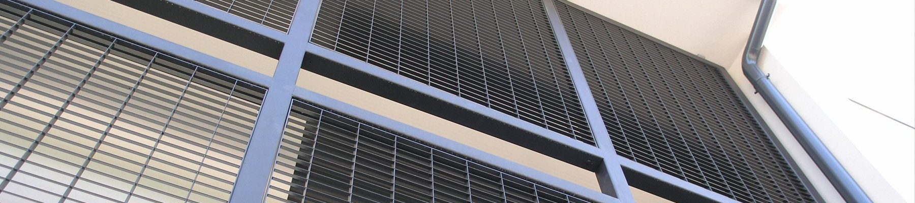 Banner-DeltaBox-70-steel-louvre-balustrade-screen-2