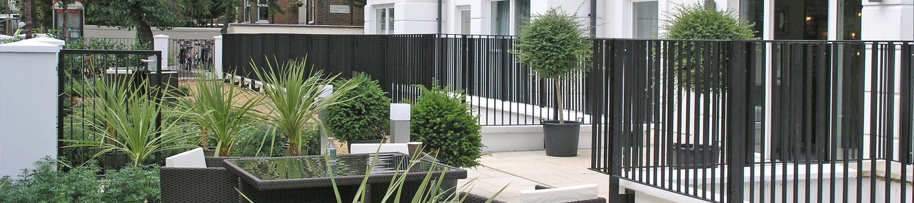 banner-Lang+Fulton-Rimini-flat-bar-railing-fence-Lumar-Hotel-Hammersmith-3