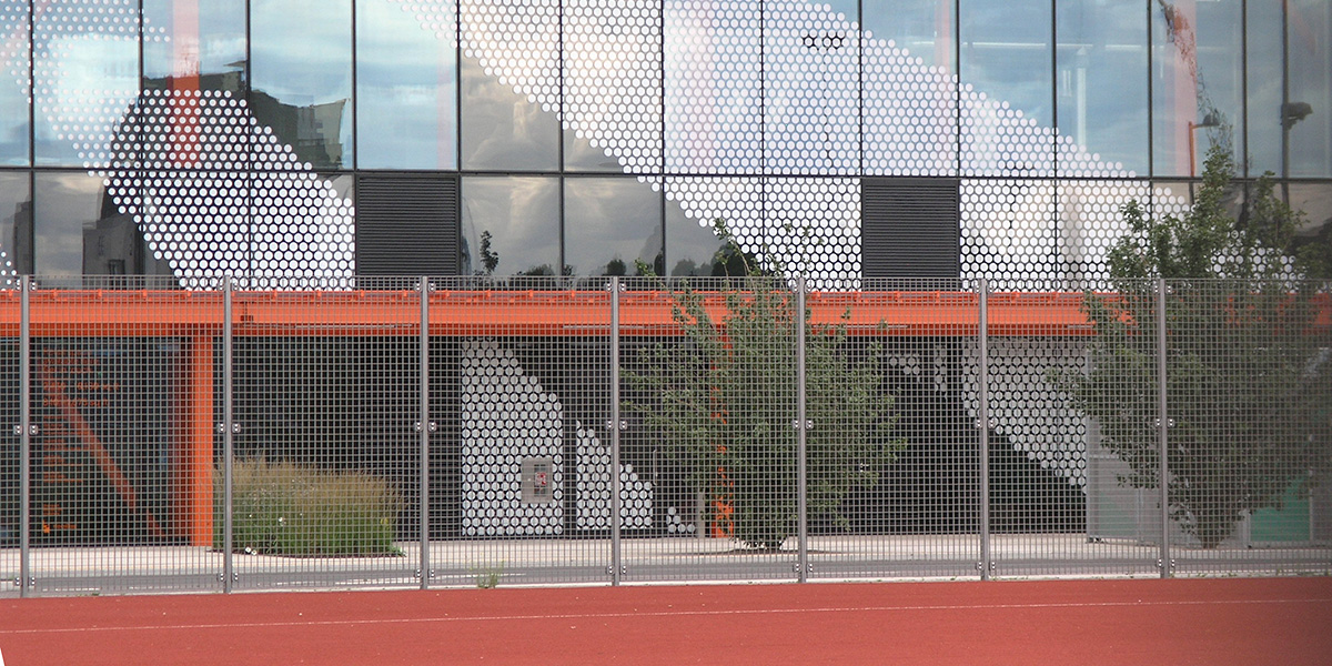 A MUGA sports grating fence